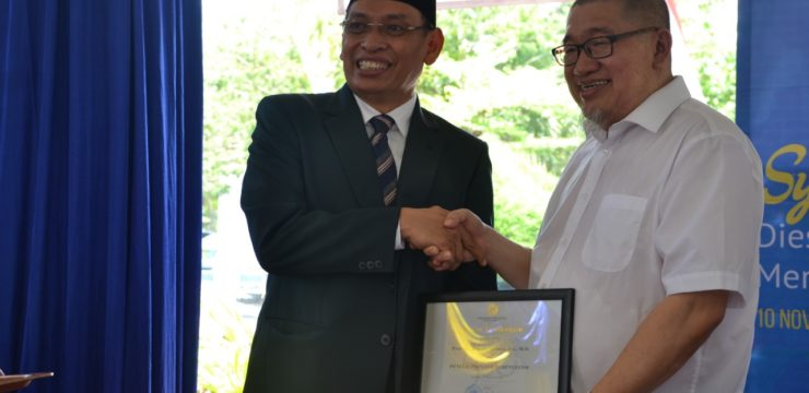 Prof. Dr. Bagong Suyanto, M.Si Received Award from UNAIR's Rector for Actively Writing Popular Scientific Articles in Mass Media